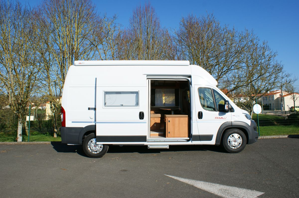 nos camping cars en location minibus vend e loizeau location. Black Bedroom Furniture Sets. Home Design Ideas